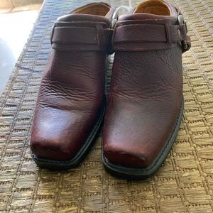 Cute  Frye clogs Belted harness  size7